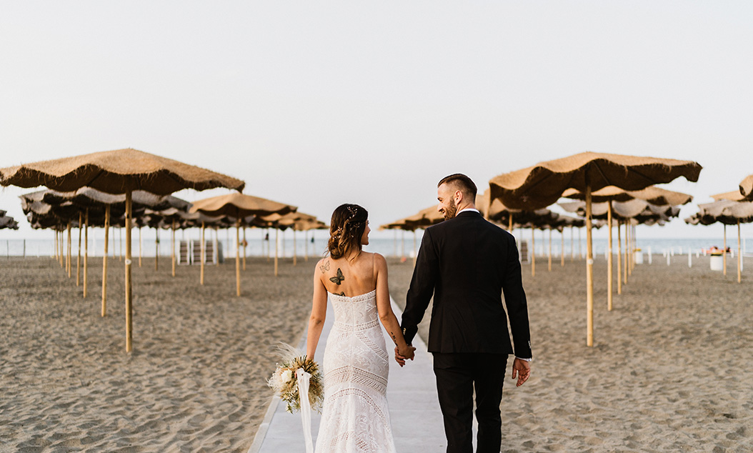 wedding coordinator sposi in spiaggia