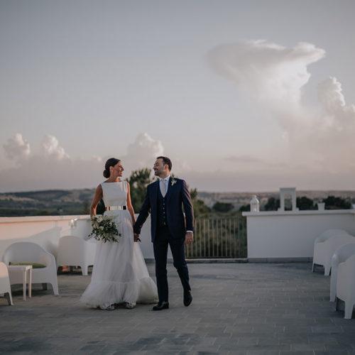 foto matrimonio sposi mano nella mano